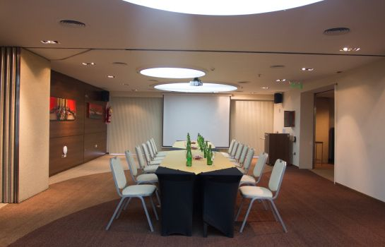 Conferences Howard Johnson La Canada  Hotel & Suites