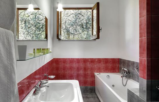 Bathroom M Suites Sorrento