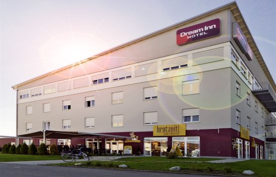 Buitenaanzicht Dream Inn Hotel