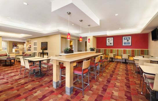 Restaurant TownePlace Suites Denver Airport at Gateway Park TownePlace Suites Denver Airport at Gateway Park
