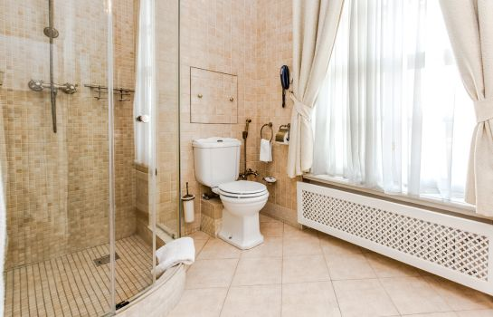 Bagno in camera Petroff Palace Hotel