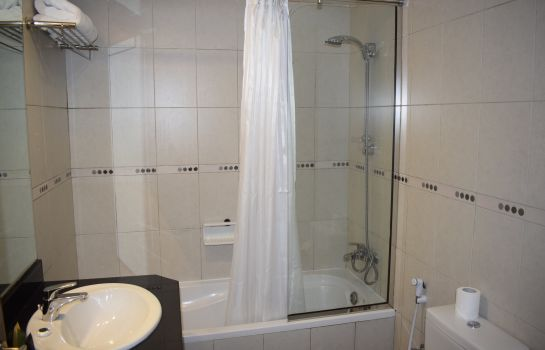 Bathroom Al Waleed Hotel Apartments