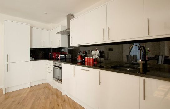 Cucina in camera Chelsea Bridge Apartments