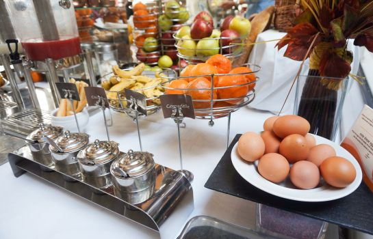 Breakfast buffet Louvre Hotel & SPA