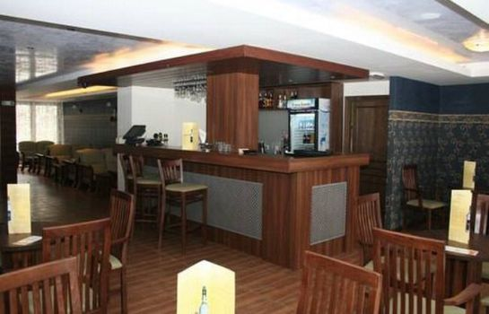 Bar del hotel Grand Royale Apartment Complex & Spa