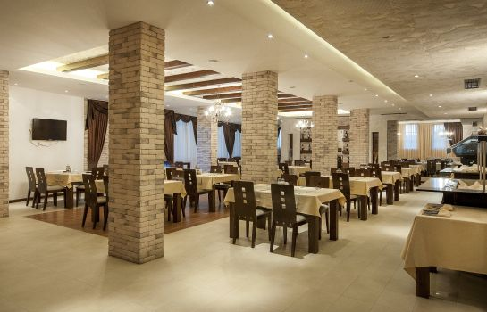 Restaurant Grand Royale Apartment Complex & Spa