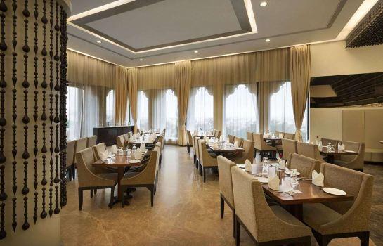 Restaurant Ramada by Wyndham Udaipur Resort and Spa
