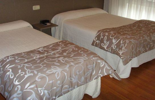 Triple room Hostal Residencia Fornos