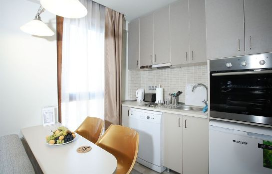 Kitchen in room Home Stay Home Sisli