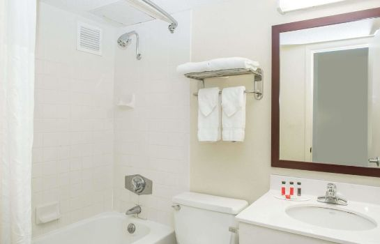 Bagno in camera Baymont Inn and Suites Jefferson City