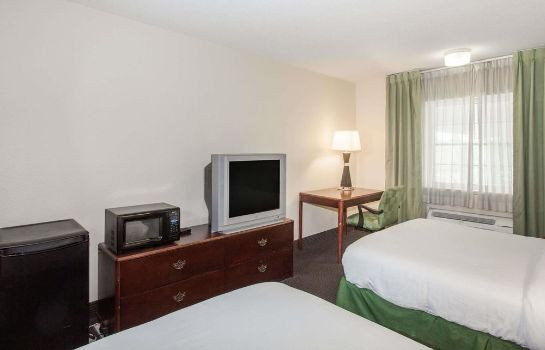Standard room Baymont Inn and Suites Jefferson City
