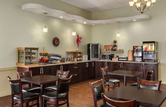 Restaurante DAYS INN AND SUITES WHITECOURT