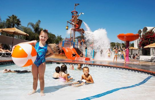 Buitenaanzicht Howard Johnson Anaheim Hotel and Water Playground