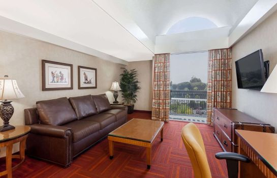 Suite Howard Johnson Anaheim Hotel and Water Playground