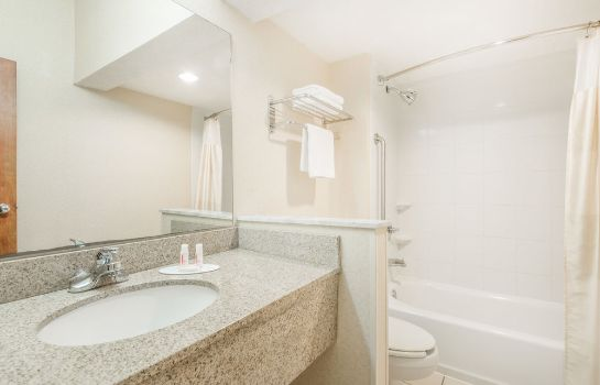 Bagno in camera Baymont Inn & Suites Greensburg