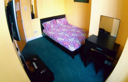 Double room (superior) Homestay Bristol - Hostel