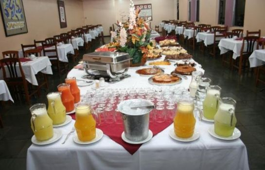 Breakfast buffet Manacá Hotel