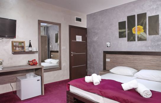 Four-bed room Side One Design Hotel