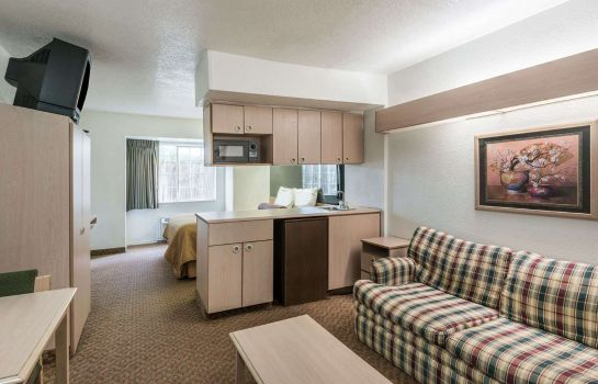 Suite KNIGHTS INN AND SUITES SAN ANT