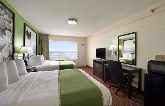Standard room Super 8 Daytona Beach Oceanfront