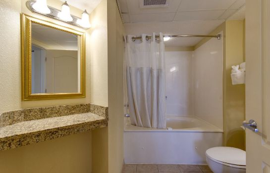 Bagno in camera Carolinian Beach Resort by Oceana Resorts