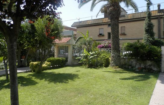 Garten Bed and Breakfast Luana Inn Airport