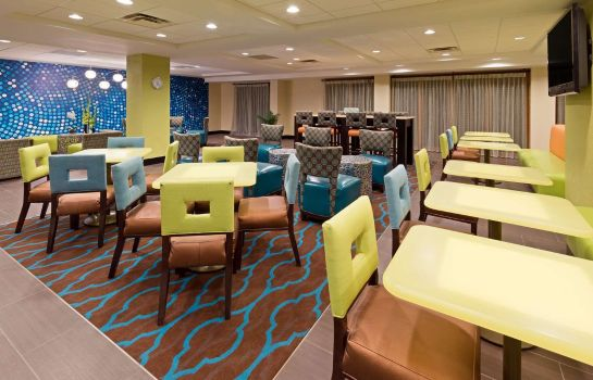 Restauracja La Quinta Inn & Suites by Wyndham Tampa North I-75