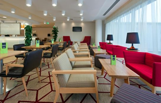 Vestíbulo del hotel Hampton by Hilton London Gatwick Airport