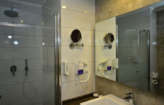 Badezimmer White City Resort Hotel