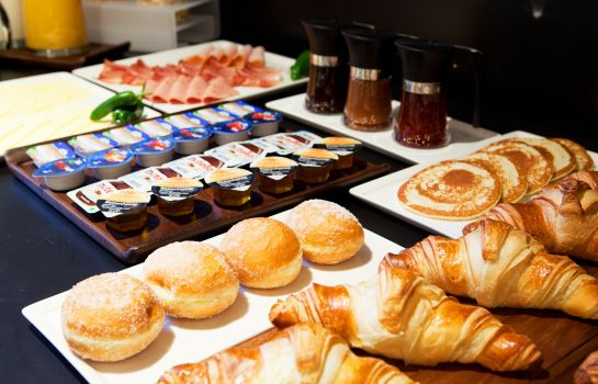 Breakfast buffet Catalonia Berlin Mitte