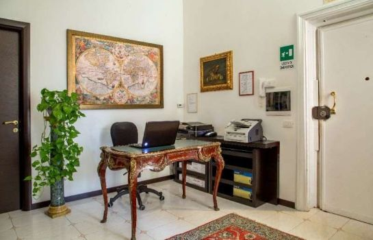 Hotelhalle Roma Central Guest House