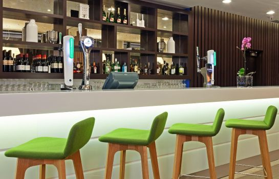 Hotel bar Hampton by Hilton London Waterloo