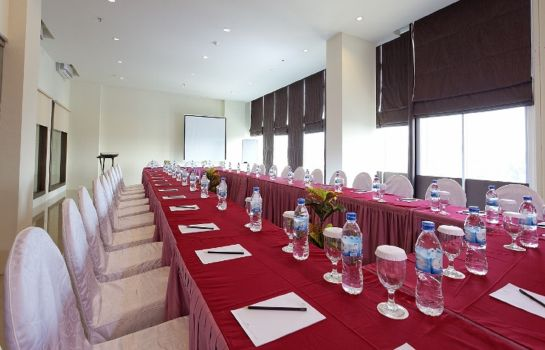 Meeting room Nagoya Mansion Hotel Batam