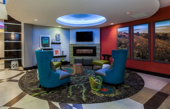 Lobby Holiday Inn Express & Suites EUREKA