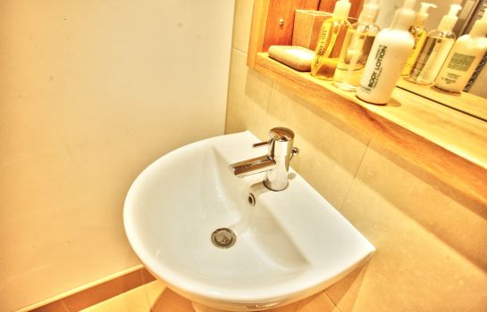 Bagno in camera Gateway Apartments