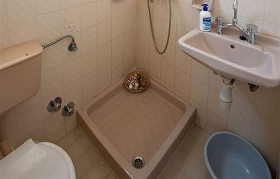 Bagno in camera Marina Apartments