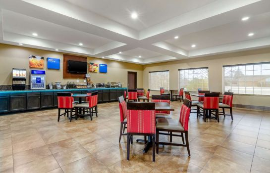 Restaurant Comfort Inn and Suites near Bethel Colle