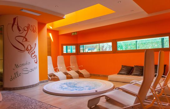 Whirlpool AlpHoliday Dolomiti Wellness & Fun Hotel