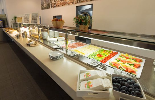 Breakfast buffet Hotel Winrooms & Apartments