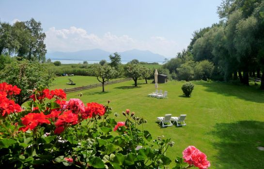 Garten Chiemsee-Pension-Seebruck