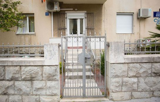 Taras Cro Jet Set Apartments