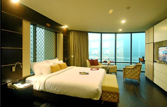 Suite Holiday Beach Danang Hotel & Spa