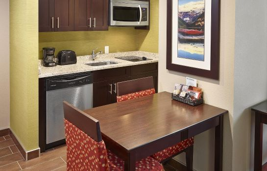 Bar del hotel Homewood Suites by Hilton Calgary-Airport