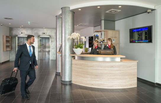 Receptie Essential by Dorint Stuttgart Airport