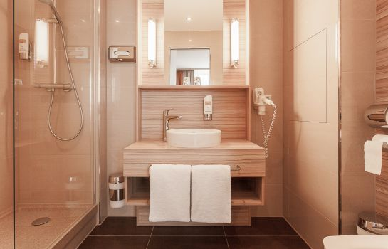 Bagno in camera Star Inn Hotel Premium Dresden im Haus Altmarkt, by Quality