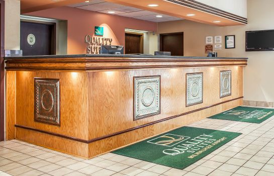 Hotelhalle Quality Suites Milwaukee Airport