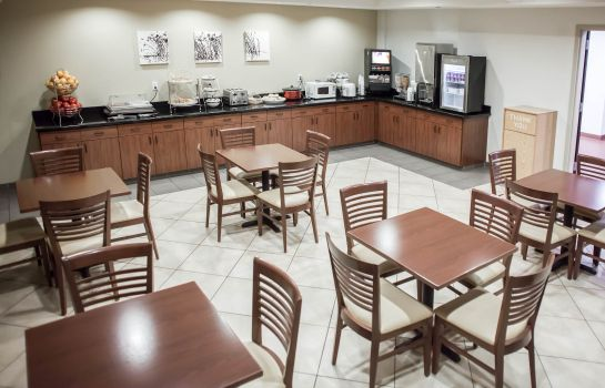 Restaurant Sleep Inn & Suites and Indoor Water Park