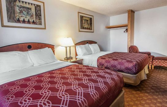 Camera Econo Lodge Inn & Suites Madras Chateau Inn