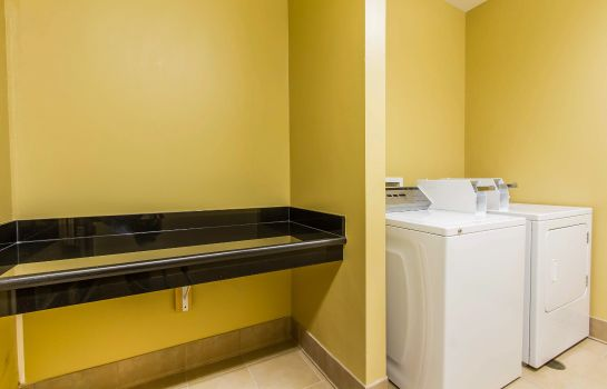 Informacja Comfort Inn & Suites Fort Campbell