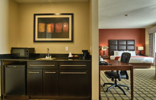 Zimmer Comfort Inn and Suites